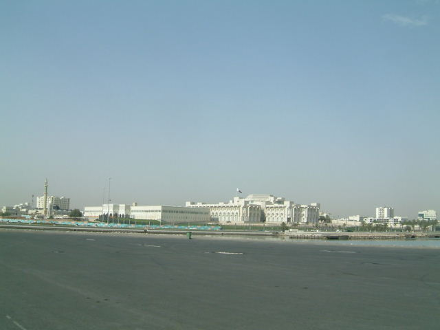 ドーハ (Doha) 市内観光 高層ビルとアルジャジーラ_c0011649_1162418.jpg