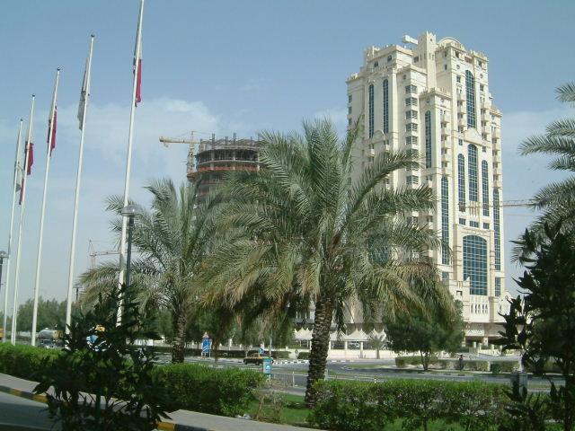 ドーハ (Doha) 市内観光 高層ビルとアルジャジーラ_c0011649_118669.jpg
