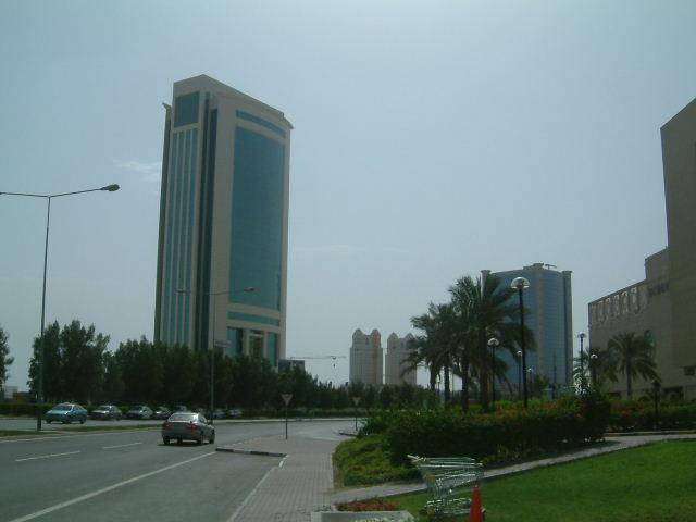 ドーハ (Doha) 市内観光 高層ビルとアルジャジーラ_c0011649_119538.jpg
