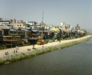 【京都、賀茂川「床」できましたか?】_b0032617_4595333.jpg