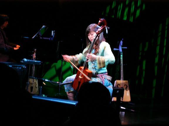 内蒙古出身の女性馬頭琴奏者イラナさん 記念コンサート開催_d0027795_6452936.jpg