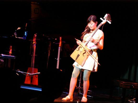 内蒙古出身の女性馬頭琴奏者イラナさん 記念コンサート開催_d0027795_6453934.jpg