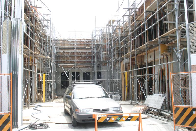 2004年6月17日◆保育所の子供たちの絵が、フローリス工事現場の壁画になりました。_d0037159_1140669.jpg