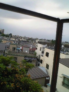 我が家の屋根より_b0046388_2343018.jpg