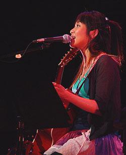「矢井田瞳 acoustic live 2005 〜オトノシズク〜」総集編 <前編>_d0040134_1183999.jpg