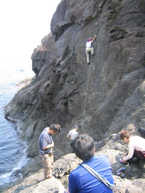 初級岩登り教室(第3回)  参加7名。_d0007657_12592859.jpg