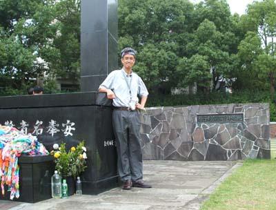 爆心地に立つ(長崎) 2005/7/2_c0052876_2219189.jpg
