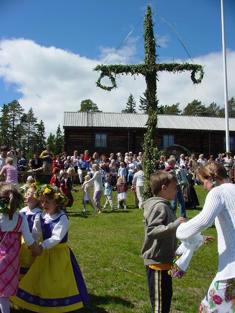 Medlpad地方「Säter」の夏至祭_b0046331_1214340.jpg