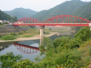 赤い橋と恵比寿淵(えびすぶち)_c0016212_1054724.jpg