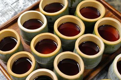 竹で流しそうめん_a0003650_2084144.jpg