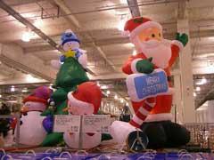 クリスマス用品&八重桜_b0054727_0574633.jpg