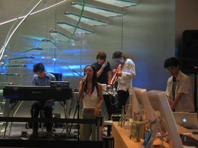 Apple Store Shibuya に最初の一歩を_b0046388_15175829.jpg