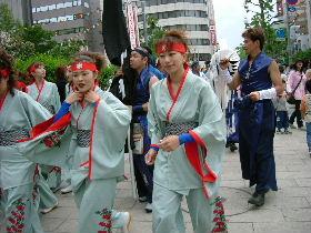 YOSAKOIの踊り手達_e0012815_2175333.jpg