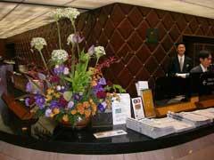 ホテルの花に「蓮」 (蓮画像ぢゃないよ)_b0054727_0555787.jpg