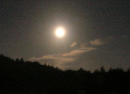 六国見山とほぼ満月。季節は確実に秋(2005・8・19)_c0014967_22502622.jpg
