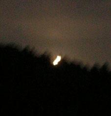 感激、北鎌倉の夜空に輝く満月をゲット!(2005・8・20)_c0014967_22405832.jpg