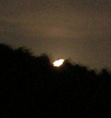 感激、北鎌倉の夜空に輝く満月をゲット!(2005・8・20)_c0014967_22412636.jpg