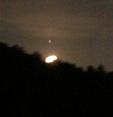 感激、北鎌倉の夜空に輝く満月をゲット!(2005・8・20)_c0014967_22422998.jpg
