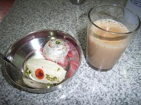 バンコクでインド菓子を_c0030645_16111330.jpg