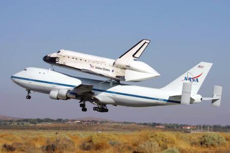 ジャンボの上にシャトル_b0052564_1014493.jpg