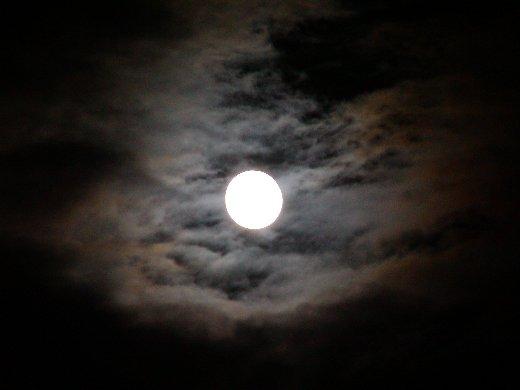 満月 in 椛の湖_c0057390_22221011.jpg