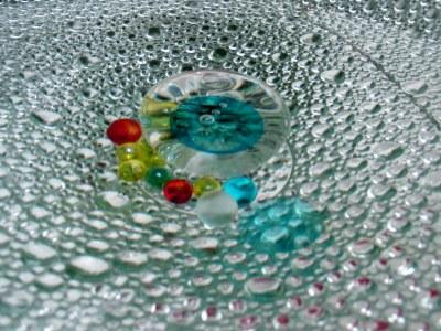 涼しさを演出 ガラスの水盤_e0010418_1423931.jpg