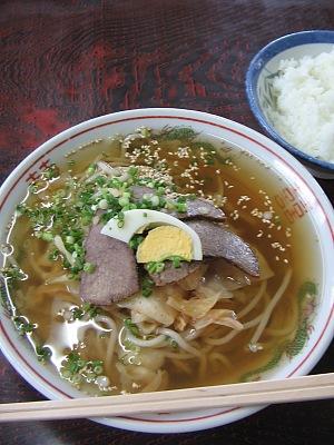 サッパリした酸味と太麺のコシ・・・きりん亭「冷麺」_c0001578_10225234.jpg