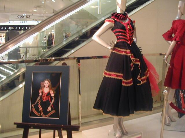 夏の終わりは「宝塚衣装コレクション展で!」_d0004210_23125210.jpg
