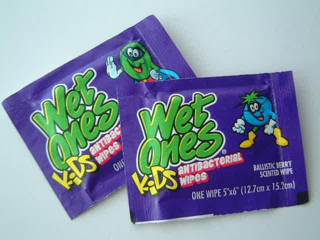 Wet ones!for Kids _e0042839_2073787.jpg