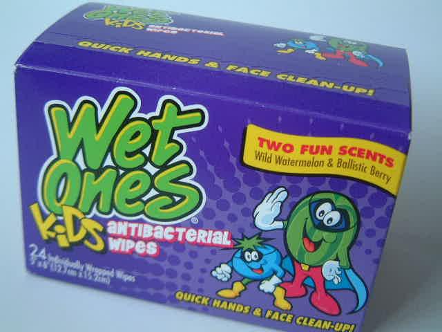 Wet ones!for Kids _e0042839_2082490.jpg