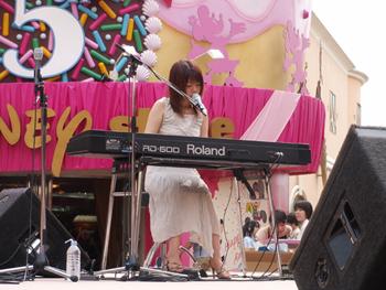 牧野由依、『アムリタ』発売記念ミニ・コンサート速報_e0025035_21185934.jpg