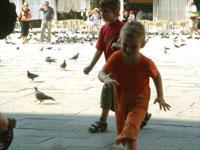 子供たち・・・ ヴェネツィアにて_c0024345_18412434.jpg