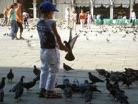 子供たち・・・ ヴェネツィアにて_c0024345_18414575.jpg