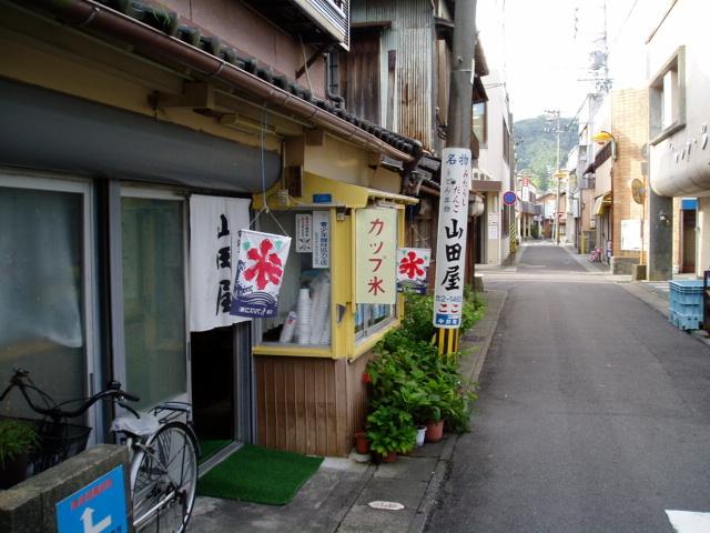 山田屋さんの夏バージョンも見納めかな。_c0010936_1374851.jpg