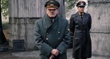 ヒトラー ~最期の12日間~_c0067229_12383481.jpg