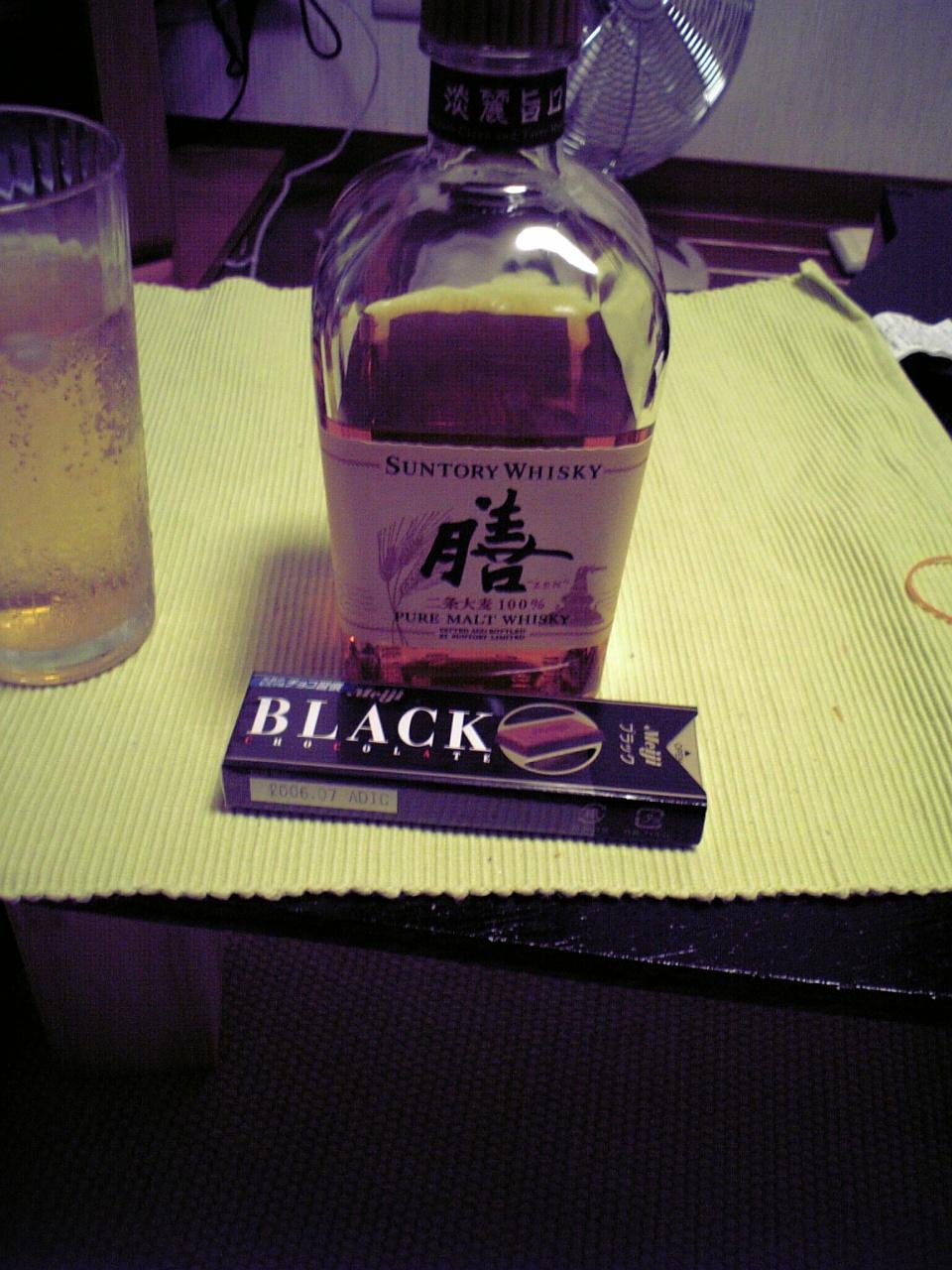 ウイスキーとチョコ_c0068174_1724876.jpg