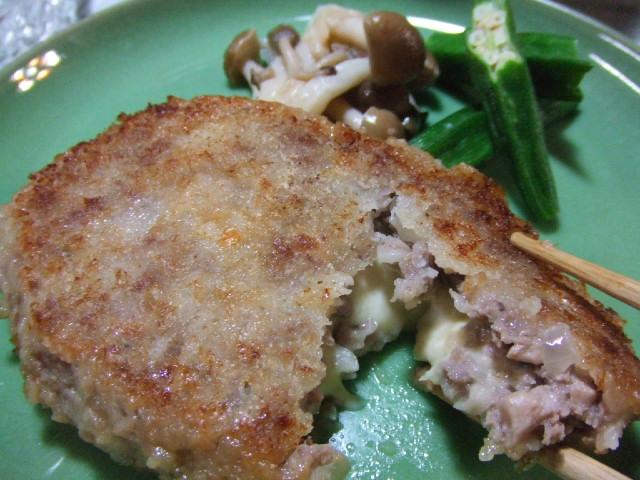 豚ひき肉のカツレツのチーズ包み _e0012815_22135098.jpg