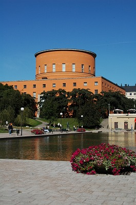Stockholm 建築(図書館・森の葬祭場)_e0076932_22494328.jpg