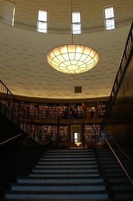 Stockholm 建築(図書館・森の葬祭場)_e0076932_225118.jpg