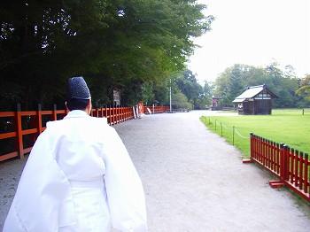 上賀茂神社へ_c0019551_2121383.jpg