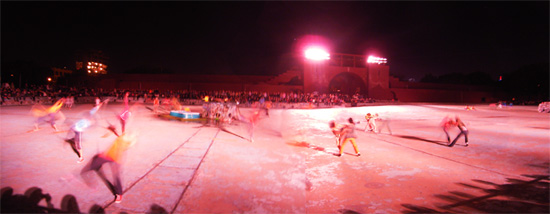 廃墟プールでダンス_b0007805_22088.jpg