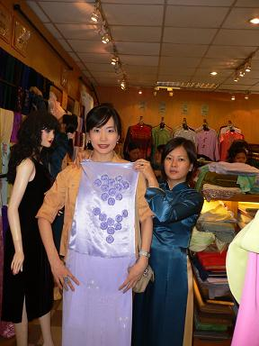 ベトナムでアオザイ作り!!_b0054054_9431547.jpg