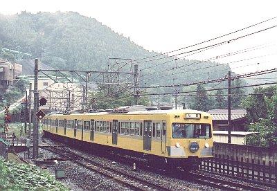 池袋線の電車_e0030537_0303392.jpg