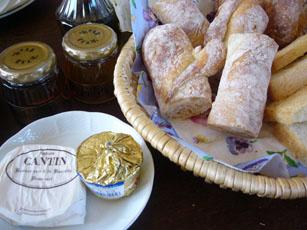 楽庵のパンとCANTINのバターと_b0048834_10374896.jpg