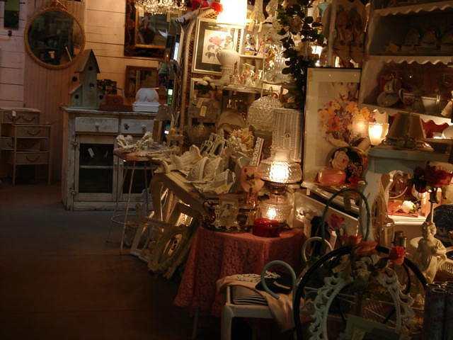 antique shop* _e0042839_17342815.jpg