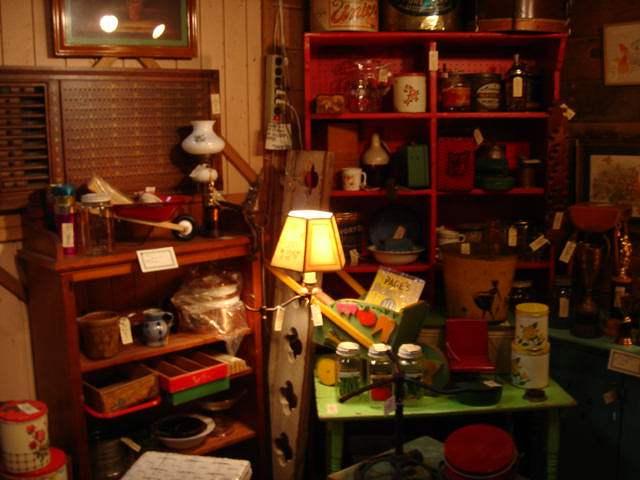 antique shop* _e0042839_1734361.jpg