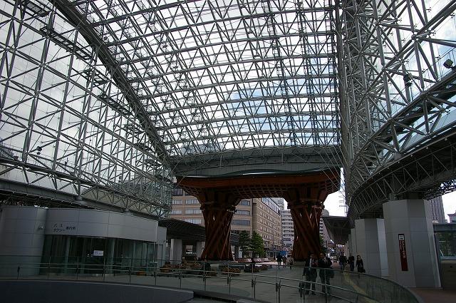 金沢駅のもてなしドーム_d0043136_1621347.jpg