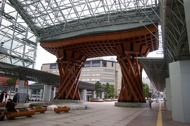 金沢駅のもてなしドーム_d0043136_16222042.jpg