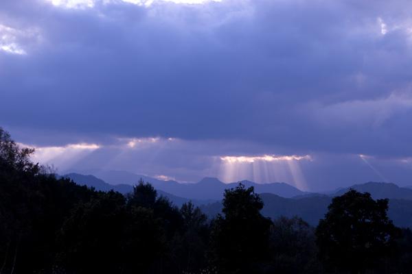 雲の切れ目から・・・_c0048494_1549376.jpg
