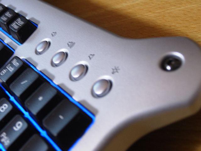 【レビュー】Saitek gaming keyboard_c0004568_1831055.jpg